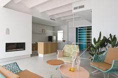 ANTES Y DESPUÉS Una casa de vacaciones en plena ciudad PARTE I - Decorabien.com #reformas #diseño #decoracion #interiorismo #salon #piso #barcelona