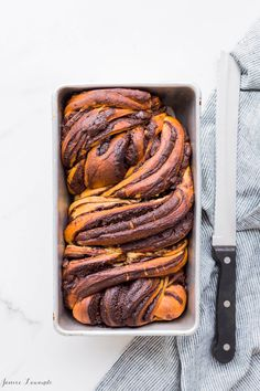 A big loaf of swirled homemade chocolate babka bread! Make this fantastic recipe for a homemade chocolate babka bread, which is a rich bread swirled with dark chocolate and cinnamon Chocolate Babka, Baking Chocolate, Best Breakfast, Breakfast Recipes, Babka Bread, Babka Recipe, Homemade Chocolate, Chocolate Recipes, Dough Recipe