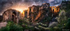 Puesta de sol en la ciudad de Ronda Provincia de Málaga by dleiva