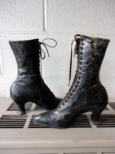 SALE Antique Boots Edwardian Womens Lace Up Boots by JunkyardGypsy Edwardian Shoes, Edwardian Fashion, Victorian Boots, Edwardian Style, Vintage Shoes, Vintage Outfits, Vintage Style, Ugg Boots, Shoe Boots