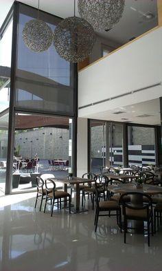 Espectacular enrollable en screen para espectacular restaurante. estorweb.com