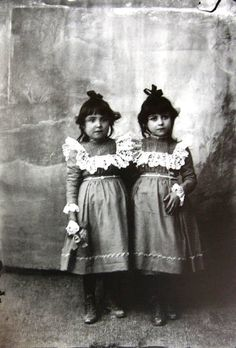 Fernando Navarro Ruiz, two sisters