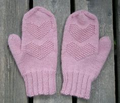 Super cute mittens with a great thumb gusset, sadly it's all in Finnish! Knit Mittens, Mitten Gloves, Knitting Socks, Knitting Ideas, Little Boys, Fiber Art, Needlework, Super Cute, Colours