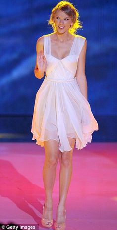 I want this dress! So pretty :).