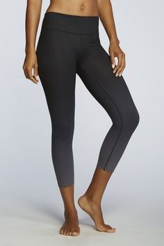 Black Ombre ups the fashion to any fitness routine! |Salar Capri - Fabletics