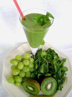 Een heerlijke en mooi gepresenteerde groene smoothie. http://www.groene-smoothies.com/wat-zijn-groene-smoothies/