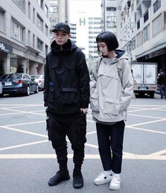 Feminine Futuristic and its translation into 'daily wear' : femalefashionadvice streetwear supreme hypebeast mens fashion fashion sneakers off white frugal a Swag Style, Style Hip Hop, Style Grunge, Style Casual, My Style, Moda Cyberpunk, Cyberpunk Fashion, Japanese Street Fashion, Korean Fashion