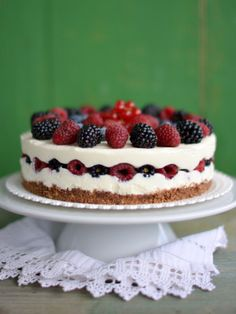 No bake yoghurt mousse cake with fruits (raspberry, blackberry, blueberry and red currant) Blackberry, Raspberry, Mousse Cake, Sweet Desserts, Cheesecake, Snacks, Baking, Fruit, Minden