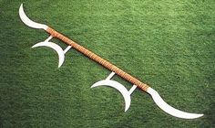 Heaven and Earth Sun and Moon Sword (Quan Kun Ri Yue Dao). This is a exusite and rare sword used in Wushu.OMG I cried when I saw a form done with this weapon it was so beautiful. Darien: In my opinion this is the perfect defensive weapon. Swords And Daggers, Knives And Swords, Miguel Angel, Kung Fu, Butterfly Swords, Earth Sun And Moon, Chinese Weapons, Armas Ninja, Martial Arts Weapons