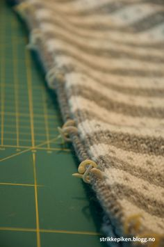 Strikkepiken – Perfekte knapphull til doble stolper Drops Design, Ravelry, Knitting Patterns, Diy And Crafts, Life, Blog, Parenting, Decor, Scarves