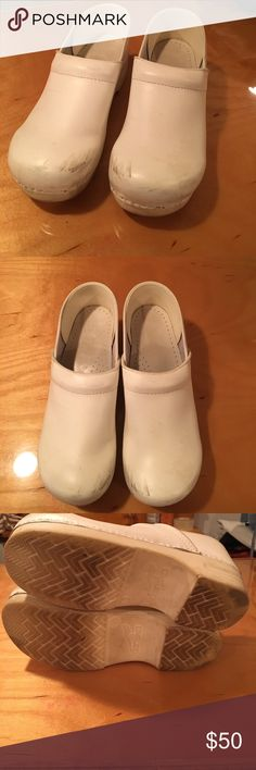 GUC white Dansko clogs sz 42 GUC white Dansko clogs sz 42 Could use a cleaning but otherwise in great condition Dansko Shoes Mules & Clogs