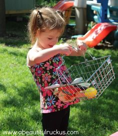 The Grocery Store Game for Preschoolers *Wonderful pretend play