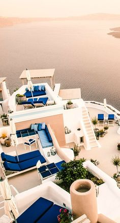 Iconic Santorini hotel - Santorini, Greece | beautiful travel destination for couples and families
