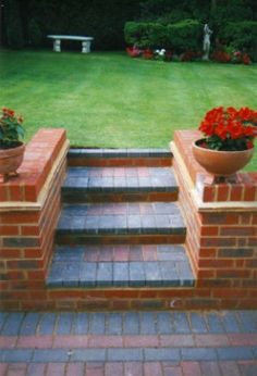Outdoor patio terrace and terraced patio designs. Find ideas and inspiration for Terraced Patio to add to your own home. Outdoor patio terrace and terraced patio designs. Find ideas and inspiration for Terraced Patio to add to your own home. Small Garden Design, Patio Design, Terraced Patio Ideas, Pool Landscape Design, Bird Bath Garden, Brick Garden, Sloped Garden, Garden Steps, Garden Features