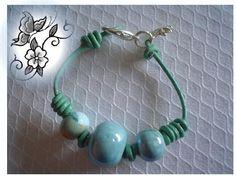 Ceramic Bead and Leather Bracelet- Pulseira de couro e ceramica e fecho mosquetão-de OhiAne (flickr)