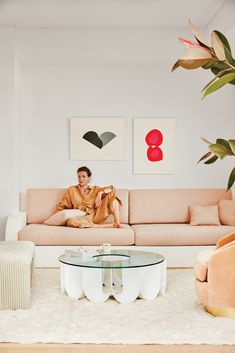 my scandinavian home: The Fabulous LA Home of Garance Doré With Peachy Tones Built In Sofa, Built Ins, Wabi Sabi, Deco Rose, Turbulence Deco, Custom Cushions, Los Angeles Homes, Los Angeles Apartments, Scandinavian Home