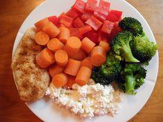 Stekt kylling, kokte gulrøtter, paprika, brokkoli og cottage cheese.