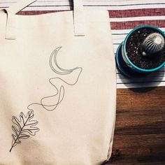 Get Your Squiggle On with @salemstyle single line 'Squiggle Totes' at LoxleyandLeaf.com  #singlelinedrawing #fomo #makersgonnamake #totebag #tote #totebags #canvas #canvasbag #bullcanvas #designbag #shoppingbag #artbag #madeinloxleyland #madebyme #maker