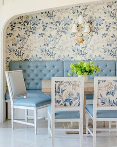 Nook Table, Dining Nook, Delta House, Banquet Seating, Rhapsody In Blue, Highland Homes, Blue Home Decor, Dining Room Inspiration, Traditional House
