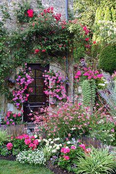 My Enchanting Cottage Garden: 7 Steps to Creating a Quaint English Garden - Garden Care, Garden Design and Gardening Supplies