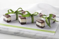 Now everyone can enjoy delicious peppermint slice with this raw, paleo-friendly, dairy-free version.
