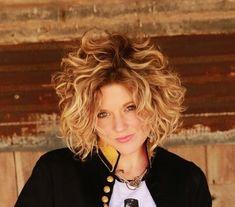 Love this hair style! Curly Bob Hairstyles, Short Curly Hair, Wavy Hair, Short Hair Cuts, Braided Hairstyles, Cool Hairstyles, Medium Hair Styles, Curly Hair Styles, Gypsy Hair