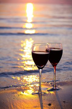 Wine, beach you & me…. Wine Art, Wine Time, Beach Pictures, Wine Cellar, Wine Tasting, Life Is Beautiful, Wine Recipes, Wines, Red Wine