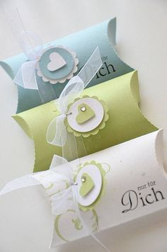 Inspiration: pillow boxes with scallop die cut trims