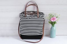 Canvastasche in Schwarz-Weiß, gestreifte Handtasche / canvas bag in black and white, stiped handbag, beachbag for summer vacation made by hollyundhoney via DaWanda.com