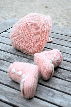 Ravelry: Angèle (hat and booties) pattern by Christine Rouvillé