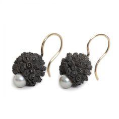 Kornoelje - oorhangers (gezwart zilver) - Maartje Trooster WWW.MADEINZWOLLE.NL