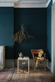 Wood Profits - Astuces de décoration pour Noël - Farrow Ball hague blue manor house strong white - Discover How You Can Start A Woodworking Business From Home Easily in 7 Days With NO Capital Needed! Farrow Ball, Room Colors, Wall Colors, Paint Colors, Living Colors, Home Decoracion, Dark Walls, Teal Walls, Color Walls
