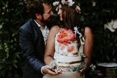 Lush floral elopement on the meadow Pinewood Weddings Industrial Wedding, Tie The Knots, Lush, Real Weddings, Wedding Decorations, Cakes, Couples, Floral, Style