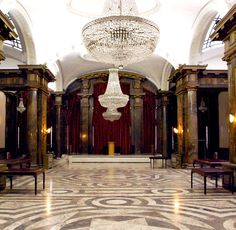 Recognize it? It was the film site for the entrance to Gringotts Bank in the first Harry Potter film. In reality it is the Exhibition Hall of the Australia House in London.