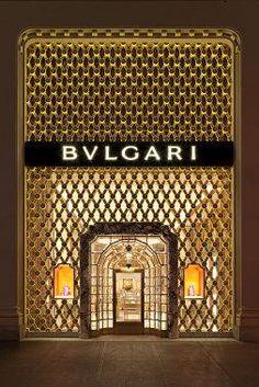 Bulgari store in NYC by the iconic Peter Marino. Top Interior Designers, Shop Interior Design, Design Shop, Retail Design, Retail Facade, Shop Facade, Facade Design, Exterior Design, Jewellery Shop Design
