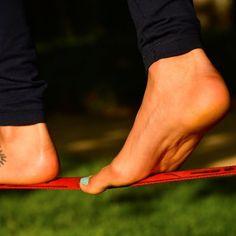 Slackline: andar na corda bamba exercita o corpo e a mente