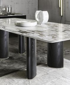 This marble top, dark wooded structure modern dining table would fit perfectly in any modern dining room project. Discover more statement dining tables here. Dinning Table Design, Furniture Dining Table, Modern Dining Table, Dinner Table, A Table, Table Bases, Dining Room Table Centerpieces, Centerpiece Ideas, Dining Tables