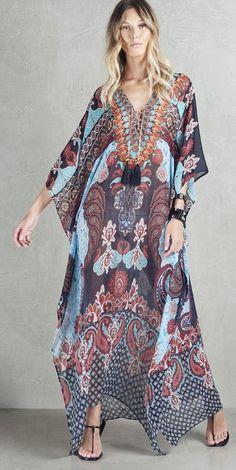 O kaftan estampado SouQ vai da praia a cidade! Estampa exclusiva e detalhes imperdíveis!  Beach Kaftan| Beachwear | Ethnic Print | Colorful print