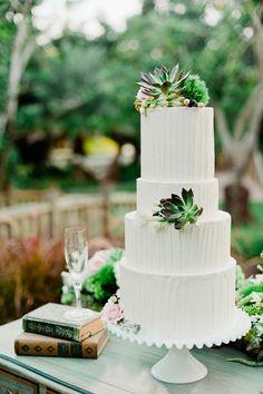 Wedding cake with succulents. Photography: Merari Photography - merari.com