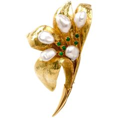 Preowned Hand-Hammered  Pearl Emerald Lily Gold Flower Pin Brooch ($4,499) ❤ liked on Polyvore featuring jewelry, brooches, green, green brooch, 18 karat gold jewelry, pearl jewelry, pin brooch and gold jewelry