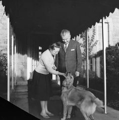 John Diefenbaker, his wife Olive, and their pet dog at their official residence, 24 Sussex Drive, Ottawa, October 1962 / John Diefenbaker, sa…