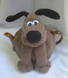 OMG - it's a Gromit Tea Cozy!You'll find lots of doggie knitting projects here!