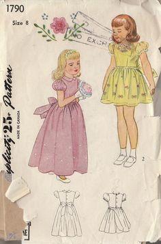 Vintage Sewing Pattern ragazze Puff Sleeve ricamato abito classico 1946 dimensione 8 di RaimentReSource su Etsy https://www.etsy.com/it/listing/178572131/vintage-sewing-pattern-ragazze-puff