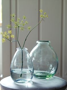 These round vases from #coxandcox would be perfect to hold my cherry branches