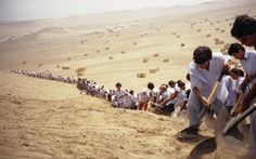 Francis Alÿs. When Faith Moves Mountains. 500 volunteers moved in line, one step at a time, and together they successfully moved the dune four inches from its original position.