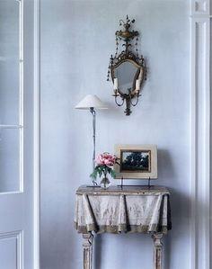 sweet foyer vignette & I Love-Love that table!  <3