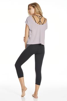 Head to your fitness class in a performance capri with slimming panels and our strappy Tribal Knot Bra. Post-workout, throw on our easy, to-and-from Corner Tee to get back into real life.   Aracari Outfit- Fabletics
