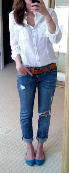 so casual so chic simple white blouse combined with jeans