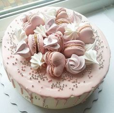Creative Birthday Cake Ideas for Girls - Torten - Macaron Pretty Cakes, Beautiful Cakes, Amazing Cakes, Creative Birthday Cakes, Creative Cakes, Fondant Cupcakes, Cupcake Cakes, Pink Lemonade Cake, Cake Topper Banner