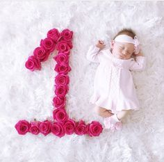 65 ideas for baby girl toys diy ideas One Month Old Baby, Baby Month By Month, Baby Boy Pictures, Baby Girl Photos, Baby Girl Toys, Baby Girl Newborn, Boy Toys, Monthly Baby Photos, Monthly Pictures
